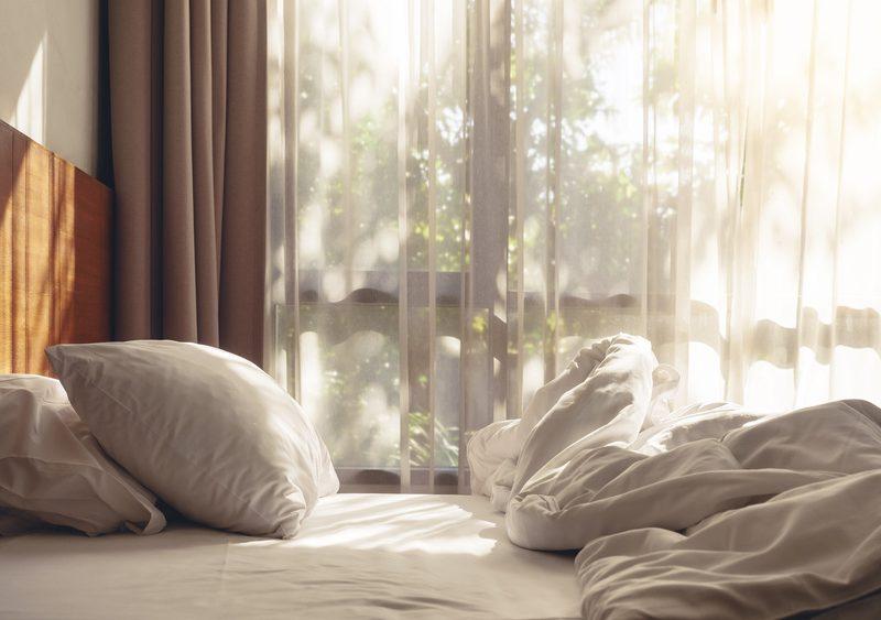 unordnung im schlafzimmer sch tzt vor milben das blaue wunder. Black Bedroom Furniture Sets. Home Design Ideas
